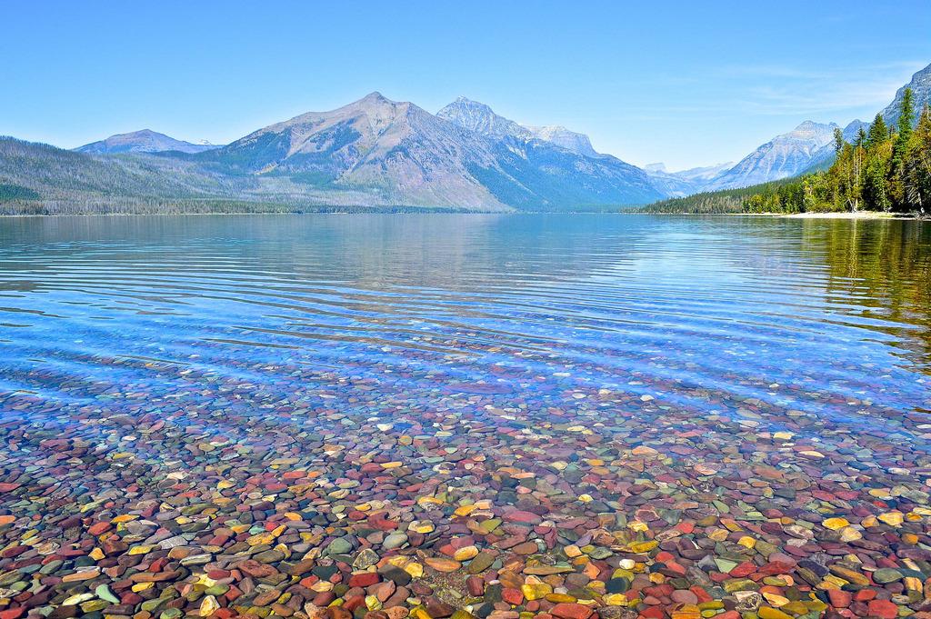 Las piedras de colores del lago McDonald - Pebble Lake