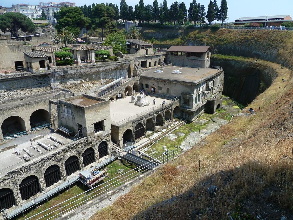 Herculano: El vecino menos famoso de Pompeya