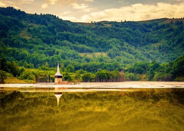 Geamana, el pueblo rumano inundado por un lago tóxico