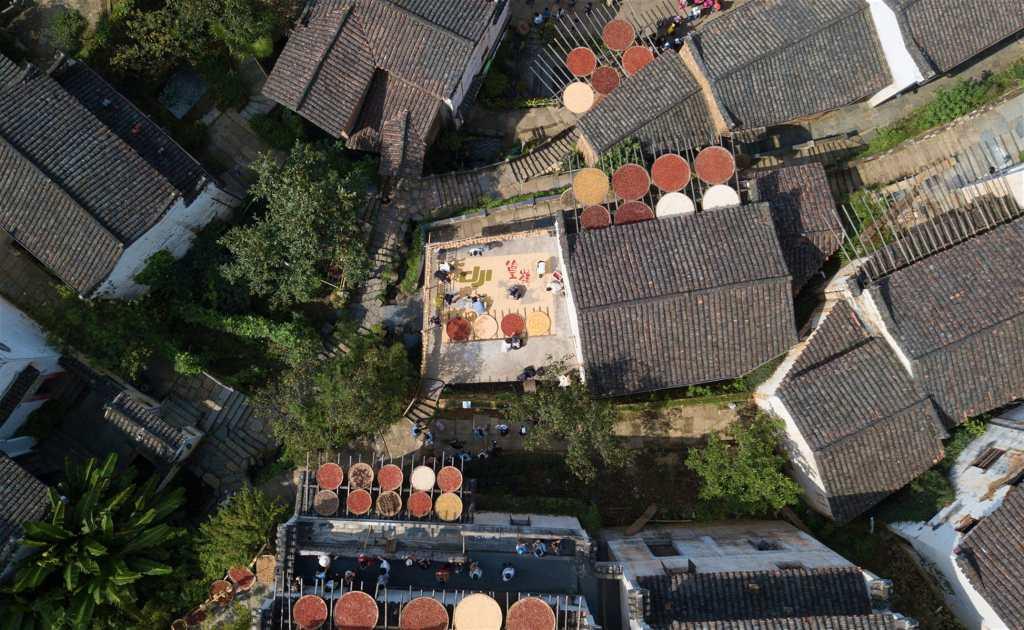 Secado de la cosecha de otoño en Huangling