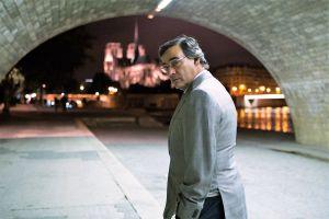 Eduard Fernández junto al Sena en El Hombre de las mil caras