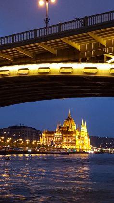Parlamento de Budapest desde el Danubio