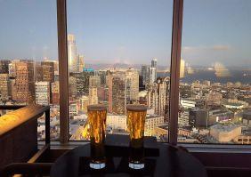 Cervezas en San Francisco Cityscape Hilton