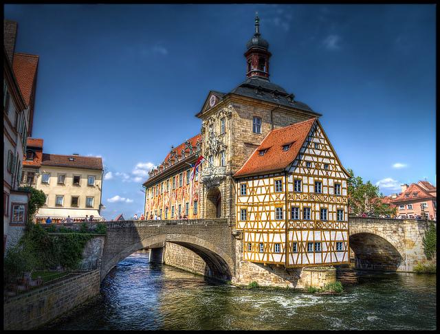 Bing Hd Wallpaper Fall Una Ciudad Con 3 000 Edificios Hist 243 Ricos En Alemania