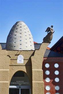 Fachada huevo Museo porcelana Herend Hungría