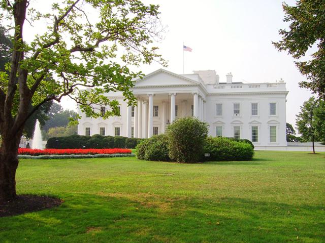 Fachada principal Casa Blanca jardines Wasington