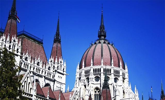 Parlamento Budapest neogótico cúpula