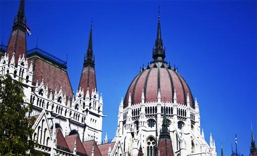 Parlamento Budapest neogótico cúpula Hungría