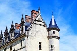 Detalle chimeneas ventanas tejado torres castillo Amboise Francia