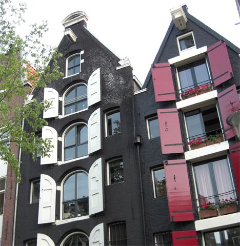 Fachadas negras casas tradicionales Amsterdam