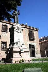 Ante el Monasterio de la Encarnacion
