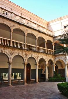 Interior claustro convento Santo Domingo Almería