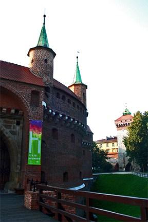 Barbakan muralla defensiva entrada Cracovia