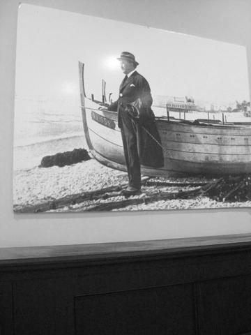 Cuadro escritor Blasco Ibáñez Casa Museo Valencia blanco y negro