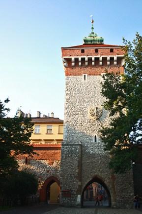 Puerta Florián muralla centro histórico Cracovia