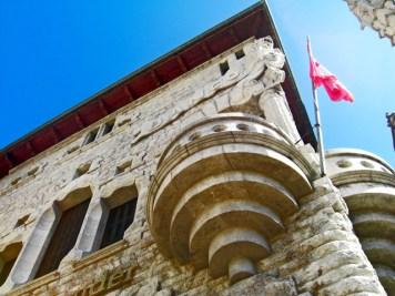 Picado balcón edificio Modernismo Gaudí Banco Sóller Mallorca