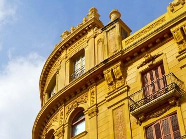 Esquina palacio modernista decoración Reus Tarragona