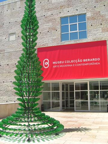 Escultura botellas vidrio CCB Centro Cultural de Belén Lisboa