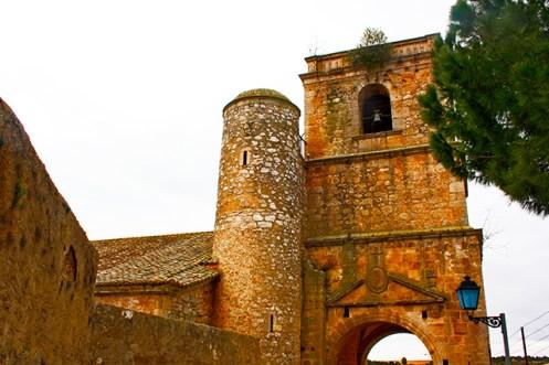Calles muros torre campanario piedra Alarcón Cuenca