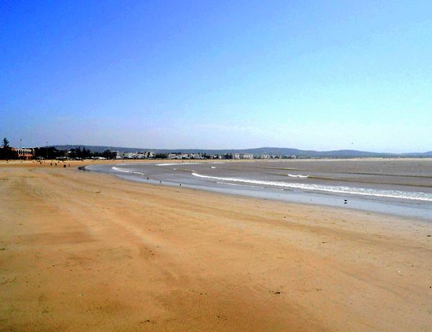Playa arena olas surf Essaouira Marruecos