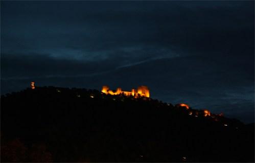 Castillo de Santa Catalina guiando a su ciudad noche tras noche