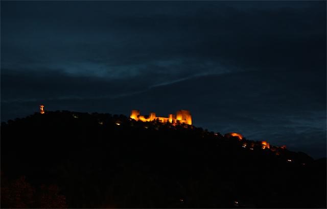Castillo Santa Catalina iluminado noche Jaén