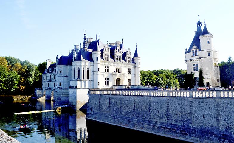 Vistas castillo Chenonceau río barca remos Francia