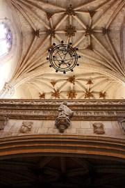Picado arcos lampara central pilares San Juan de los Reyes Toledo