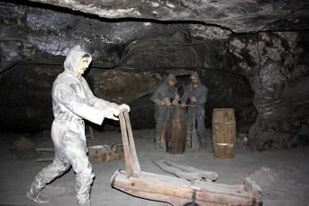 Mineros trabajando interior Minas sal Wieliczka Cracovia