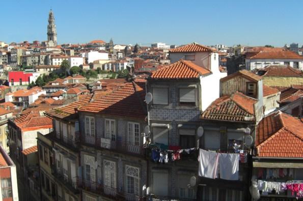 Ropa tendida casas barrio Ribeira Oporto
