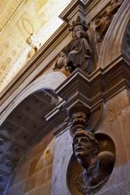 Esculturas paredes interior Iglesia El Salvador Úbeda Jaén