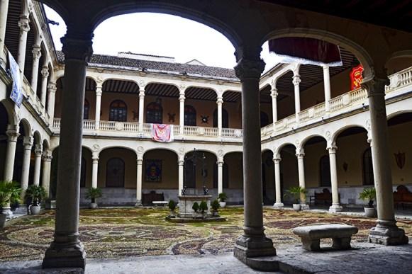 Claustro pozo Palacio Real Valladolid Renacimiento