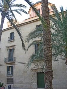 Palmeras fachada trasera ayuntamiento Alicante Plaza Santa Faz