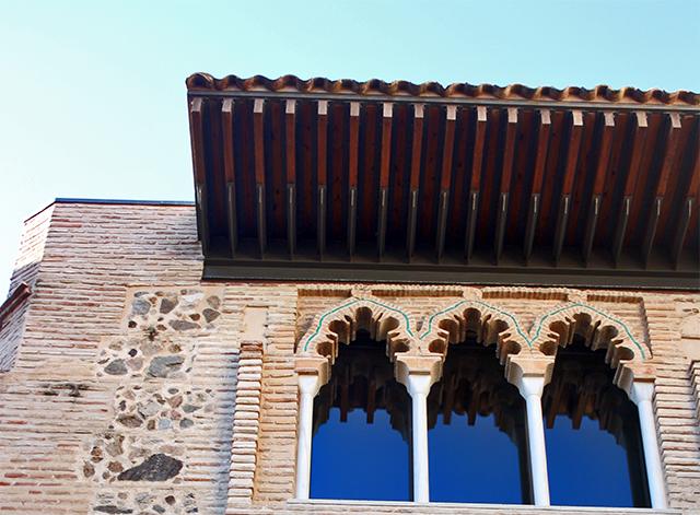 Ventanas arcos columnas diseño musulmán techos estilos árabes Universidad Toledo