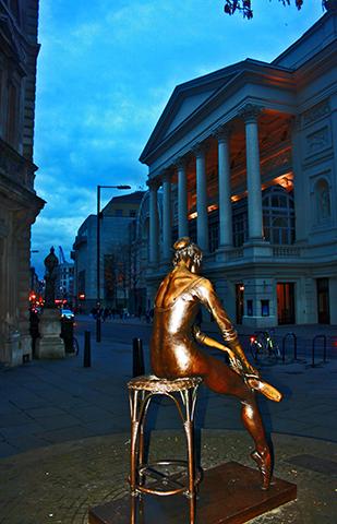 Bailarina escultura Royal Opera House Londres