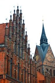 Fachada iglesia ladrillo ayuntamiento viejo centro histórico Hannover
