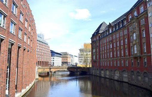 Canales edificios puentes Hamburgo Alemania