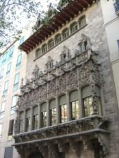 Balcón ventanas modernismo Mansión Baró de Quadras Diagonal Barelona