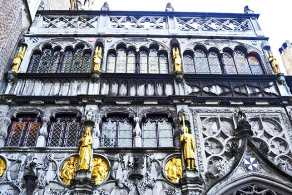 Portada dorada Basílica de la Sangre Derramada Brujas