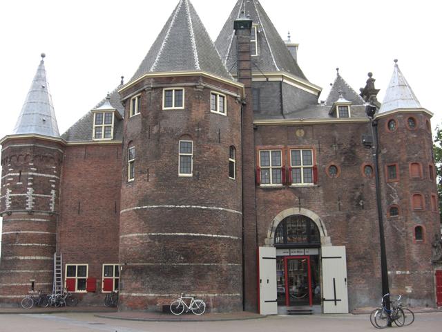 Fachada DeWaag castillo Nieuwmarkt Amsterdam