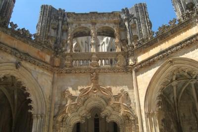 Portada y claustro interior barroco Monasterio de Batalha