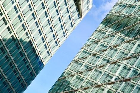 Rascacielos Der Spiegel reflejos cristal Hamburgo