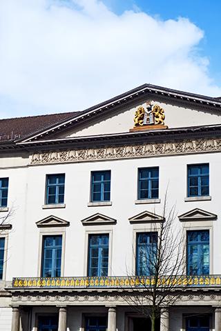 Fachada cancillería alemana escudo leones Hannover