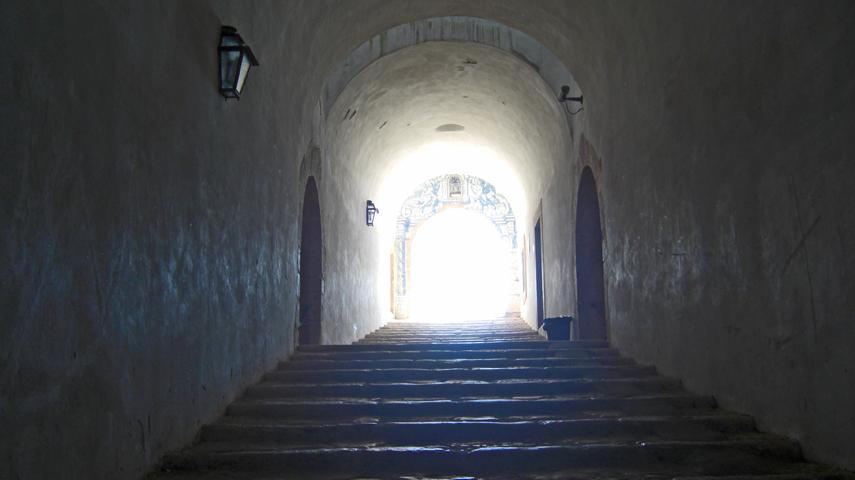 Escaleras luz Castelo de Sao Filipe Setúbal