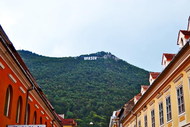 Letras Brasov Hollywood montes Cárpatos Transilvania Rumanía