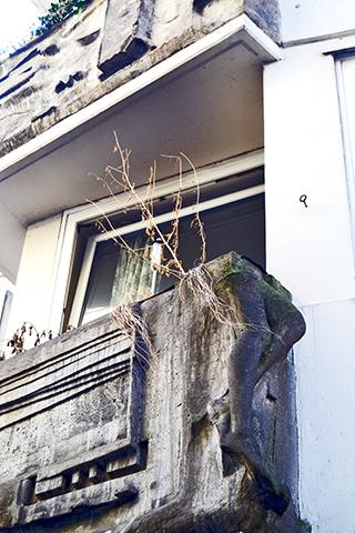 Balcón piernas piedra modernismo barrio Schnoor Bremen