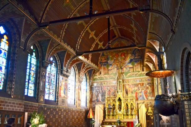 Interior retablo oro Basílica Sangre derramada Brujas