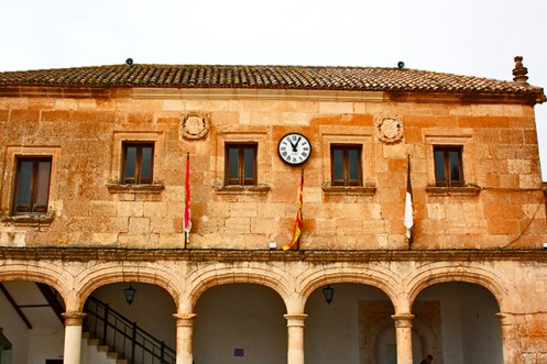 Fachada piedra ayuntamiento Alarcón Plaza Mayor Cuenca