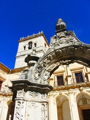 Arco entrada fachada principal Escorial chico Monasterio Uclés Cuenca