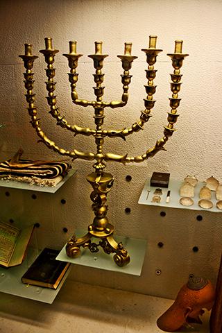Candelabro judío exposición Museo Sefardí Toledo